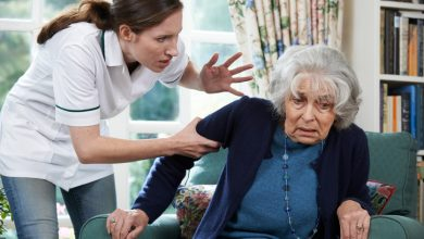 Photo of מטפלת זרה נעצרה לאחר שהכתה קשישה מעתלית, בה טיפלה. הקשישה אושפזה בכרמל