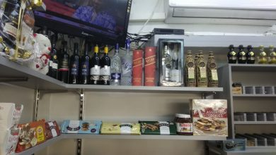 Photo of בליץ נגד בתי עסק בחיפה שפעלו ללא רישיון, מכרו אלכוהול לקטינים ואף העלימו מס