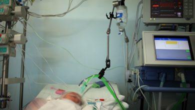 """Photo of פעוט כבן חודשיים אותר הבוקר ע""""י בני משפחתו ללא הכרה בביתו בקרית שמואל. הוא נפטר בבית החולים"""