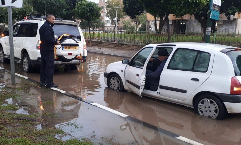 ההצפות בכל אזור הקריות, חיפה, עכו והסביבה הבוקר. צילום: דוברות משטרה