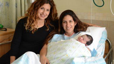 """Photo of פעמיים כי טוב: שני זוגות אחיות ילדו אחת אחרי השנייה, בהפרש שעה אפילו, בבית החולים רמב""""ם השבוע. יום משפחה שמח"""