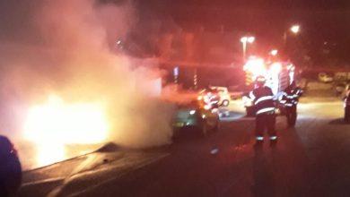 הרכב שעולה חשד כי עלה באש עקב מטען חבלה שהושם בו בקריית אתא. צילום: כיבוי חוף