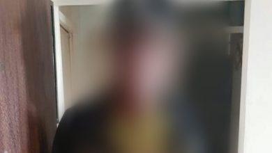 החשוד לכאורה בתקיפת הילדה היום בטירת כרמל. צילום: עצמי