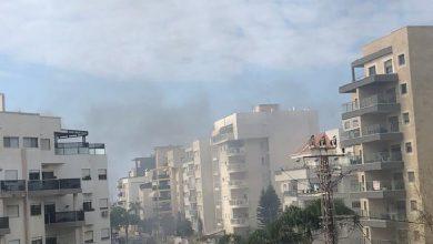 Photo of צפו: ראשוני- פיצוץ עז ושריפה בבניין מגורים ברחוב וייצמן בנהרייה. כל הרחוב נסגר. נבדק אם יש נפגעים בדירות