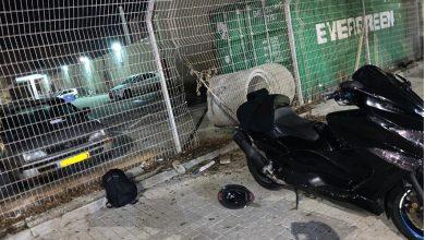 Photo of אמיץ או טיפש? פרץ לתחנת המשטרה בעכו כדי לגנוב מהמתחם אופנוע שהוחרם ממנו יום קודם