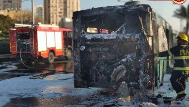 Photo of צפו: התיעוד הדרמטי של האוטובוס שעלה באש בעוד 12 נוסעים היו בתוכו, ליד פארק הכט בחיפה בסוף השבוע