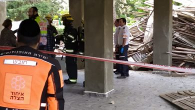 Photo of צפו: טרגדיה בנווה שאנן בחיפה: קריסת פיגום בבניין ברחוב פרץ מרקיש. הרוג אחד במקום וכנראה עוד לכודים