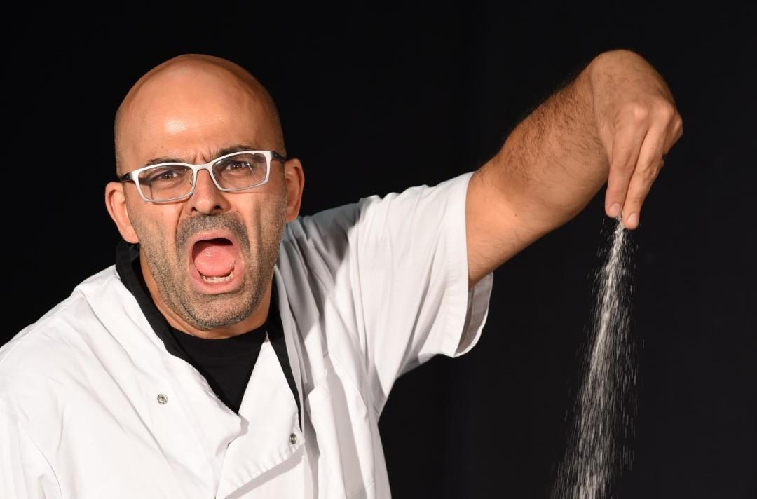 וירטואוז. יוסי פרץ ארי ב-מבשלים זוגיות. צילום ערן לביא