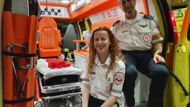 Photo of דרמה בטקס הזיכרון באחד התיכונים בחיפה:  פראמדיק ובתו ביצעו החייאה והצילו את חייו של אחד המשתתפים