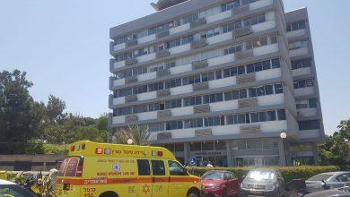 Photo of טרגדיה בחיפה:  פועל בן 50 שהתקין חלונות בבניין בשיפוצים בכרמל הצרפתי, נפל ונהרג