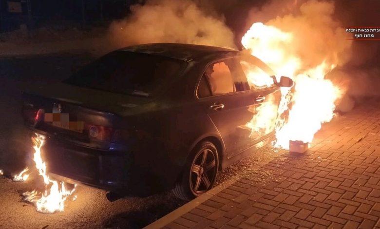 לא ידוע אם הצעיר נרצח עקב הדקירות או שריפת הרכב. צילום: אילוסטרציה כיבוי חוף