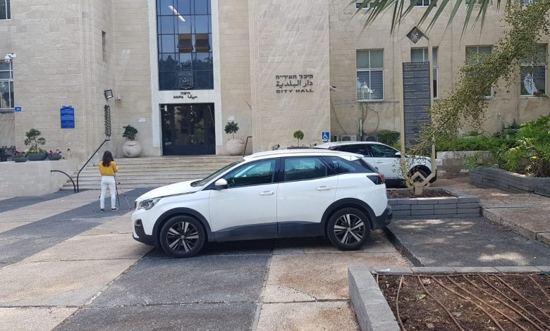 החניה המיוחדת ברחבת עיריית חיפה. צילום: מערכת ניוזים