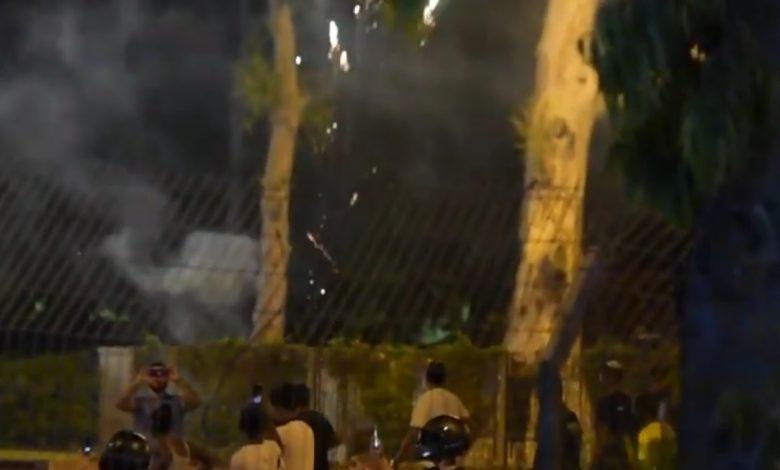 ירי זיקוקים על תחנת משטרת זבולון. צילומים: דוברות המשטרה