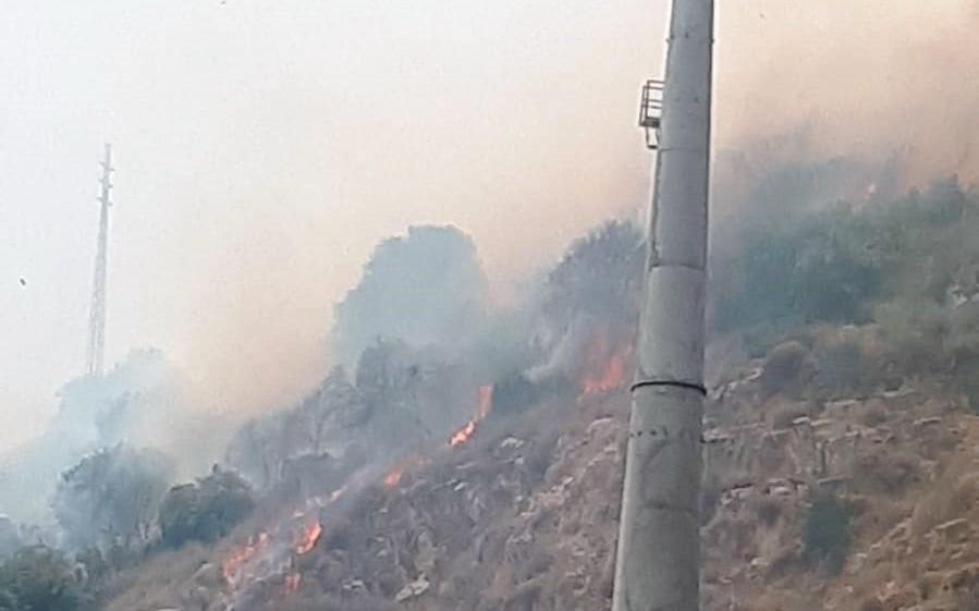 שריפה משתוללת בצ'ק פוסט. צילום פזית כהן בן עמי