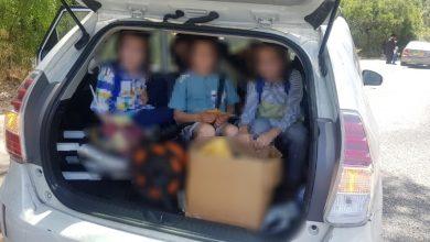 Photo of שוטרי חיפה נדהמו לעצור רכב פרטי בו 12 נוסעים, כאשר 7 ילדים נדחקים בתא המטען