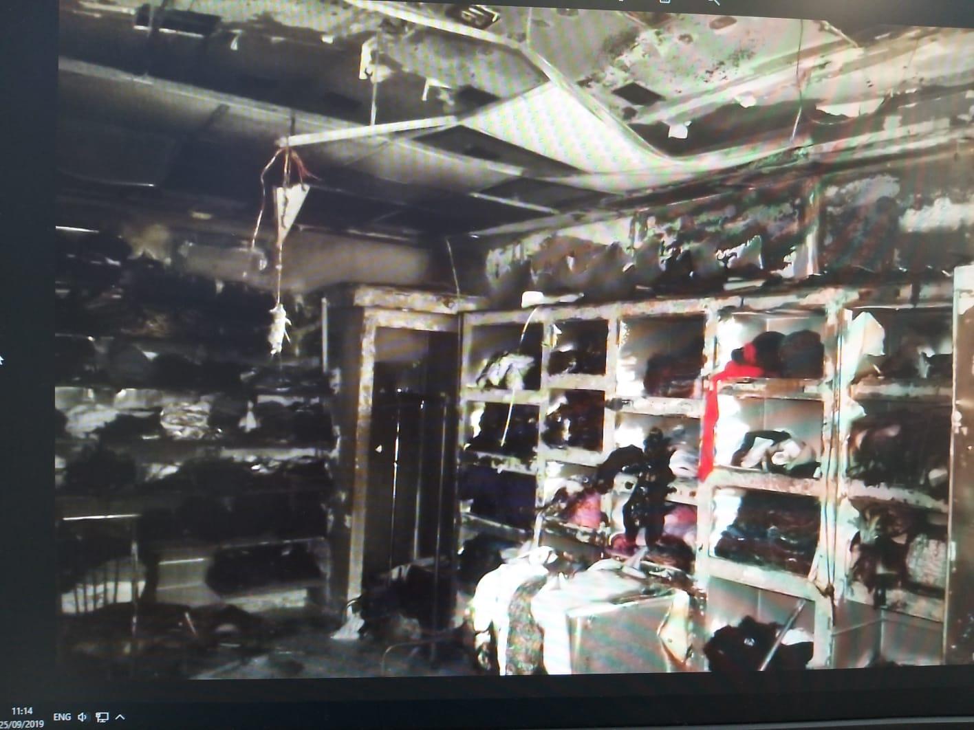 חנות הבגדים שהוצתה ברחוב שבתאי הלוי בחיפה. צילום: דוברות כיבוי חוף