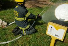לוחמי האש פועלים לעצירת הדליפה. צילום: דוברות כיבוי חוף