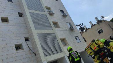 """הבניין ממנו נפל אל מותו מתקין המזגנים. צילום: דוברות מד""""א"""