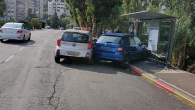 Photo of הולכת רגל בת 51 נפגעה מרכב באורח קשה בזמן שעמדה בתחנת אוטובוס ברחוב רוטשילד בחיפה