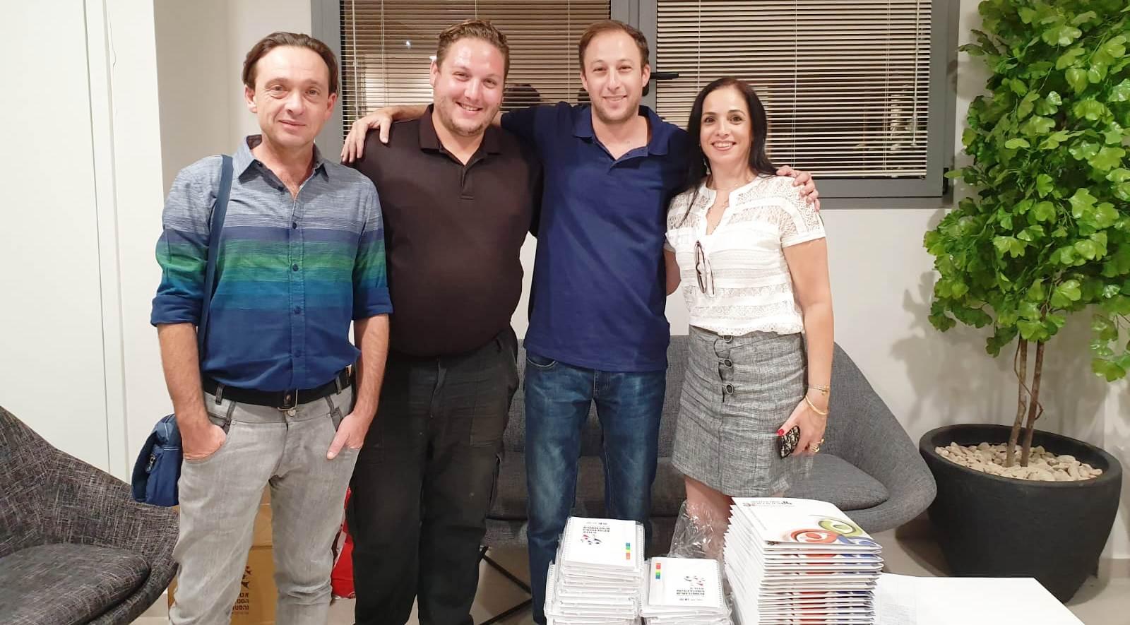 """יו""""ר האגודה, ליאור פליק, אופק ספיר, סגן הנשיאה, וצוות קמפוס חיפה."""