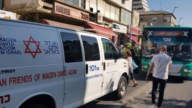 Photo of תאונה קשה בהרצל בחיפה: אוטובוס פגע בהולכת רגל כבת 35 שמפונה במצב קשה מאוד עם פגיעת ראש