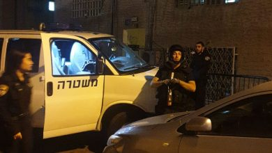 Photo of חבלני המשטרה פינו דיירים מבית ברחוב ברכת משה בחיפה, לאחר שנמצא בחצר רימון ישן