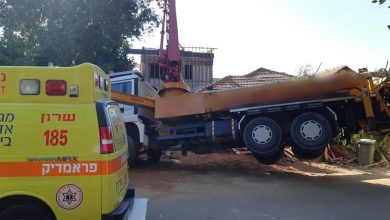 Photo of שתי תאונות עבודה קשות באתרי בנייה בחיפה ובנימינה. פועל אחד במצב קשה ממערבל בטון שקרס והשני מחפץ כבד שנפעל עליו