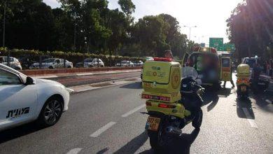 Photo of רוכב אופניים והולך רגל נפצעו בינוני בשתי תאונות דרכים בחיפה
