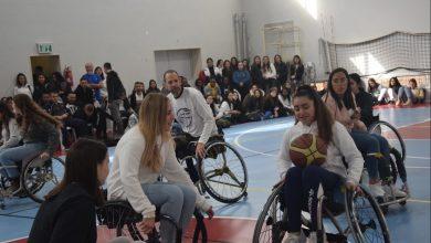 התלמידים התרגשו מסיפוריהם של שלושת הגיבורים והתנסו במשחק כדורסל על כיסאות גלגלים. צילום: עיריית ק. ביאליק