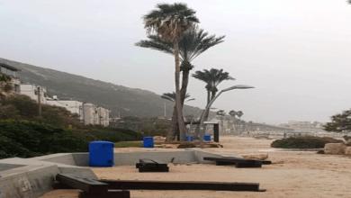 Photo of צפו בתמונות: גלים גבוהים וסופת חול בטיילת בת גלים, חיפה