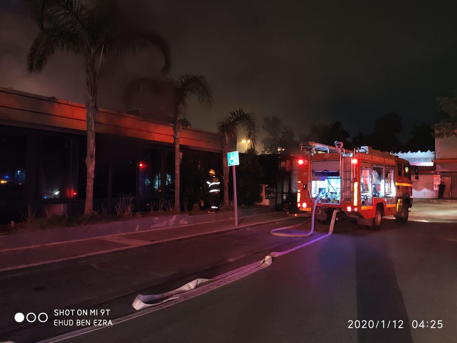 הוזעקו עוד כוחות כיבוי בשל גודל השריפה. צילום: דוברות כיבוי חוף