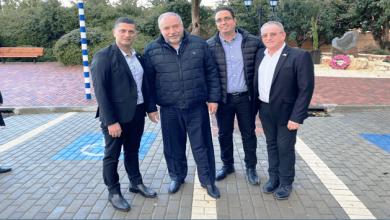 "Photo of שר הביטחון לשעבר, ח""כ אביגדור ליברמן ביקר בנשר והניח זר לזכרו של דוד עמר"