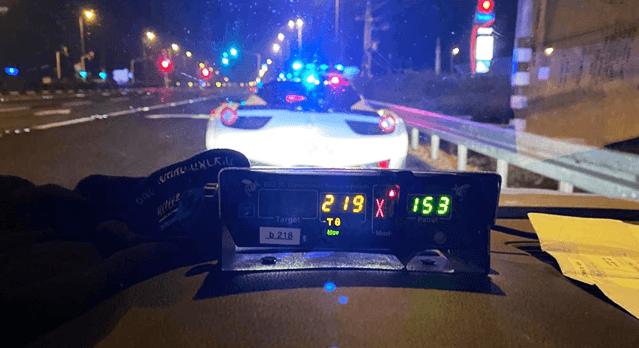 """נהג ב 219 קמ""""ש. קרדיט דוברות משטרה"""