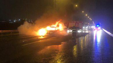 Photo of תאונה בין 3 כלי רכב בכביש 772 ליד קריית אתא. אחד הרכבים עלה באש, כשיושביו מצליחים למלט עצמם