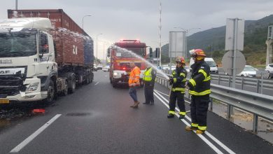 "Photo of צוותי לוחמי אש וחומ""ס טיפלו בתאונה בה היו מעורבות שתי משאיות, בהן מיכלית דלק, סמוך לצומת התשבי"