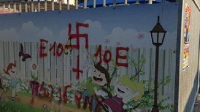 צלבי הקרס שרוססו בלילה על גבי קיר גן ילדים בקריית חיים. צילום: רשת פייסבוק