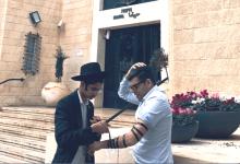 Photo of סערת התפילין: דוכן נפתח בסמוך לעיריית חיפה ובעיריית צפת ראש העיר היה הראשון להניח