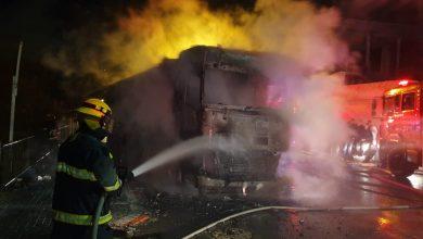 Photo of לילה של שריפות: מהצתה ושריפה כליל של חנות לאביזרי רכב ברחוב אופקים בנשר ועד לשריפה בבניינן מגורים בקריית מוצקין