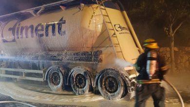 Photo of חשד להצתת משאית מלט בדרך יד לבנים בחיפה. כוחות כיבוי פועלים במקום
