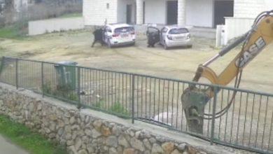 Photo of דרמה בכביש: דרס שוטר ונמלט מהמשטרה, לאחר ששוטרים הורו לו לעצור כי דיבר בנייד במהלך נסיעה