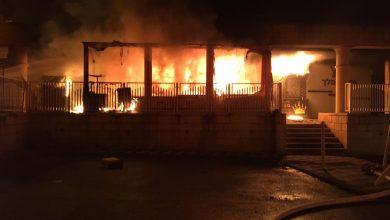 Photo of חשד להצתת מאפייה ברחוב סטרומה בנהריה. בעקבות השריפה ניזוקו עוד חנויות במתחם