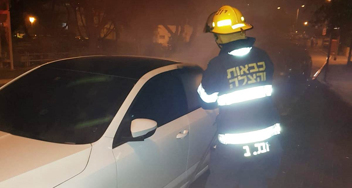 3 רכבים נשרפו. נשר. קרדיט מיכאל שפירו - נשר