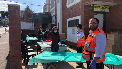 Photo of קהילתיות בימי קורונה: חלוקת מזון לקשישים בבידוד בקרית אתא
