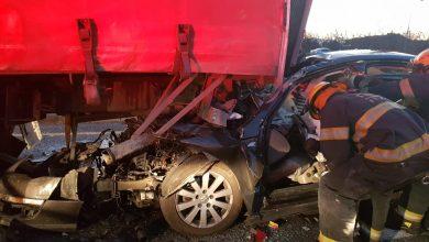 Photo of תושב קרית אתא נהרג בתאונה בין משאית לרכב פרטי בכביש 4 – צומת מסריק. בוחני התנועה במקום