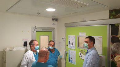 Photo of משה בר סימן טוב ביקר הבוקר בבית החולים רמב״ם בחיפה, שם מאושפזת ילדה בת 11 במצב קשה כתוצאה מקורונה