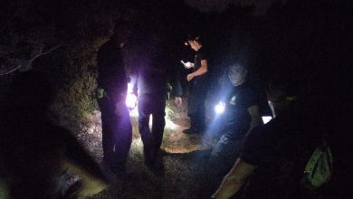 Photo of אם ובנה איבדו את דרכם לאחר שטיילו באזור דניה בחיפה. צוות של לוחמי אש חילץ אותם בעקבות תוכנת האיתור בסלולר של האם
