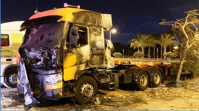משאית נשרפה. צילום כיבוי אש