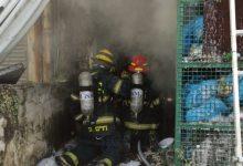 Photo of חמישה צוותי כיבוי פועלים בשריפת חנות ברחוב העצמאות בחיפה