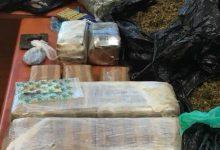 Photo of מאות אלפי שקלים וחומרים שונים שחשודים כסמים נתפסו בדירה בחיפה. בעל הדירה, וככל הנראה החומרים, נעצר