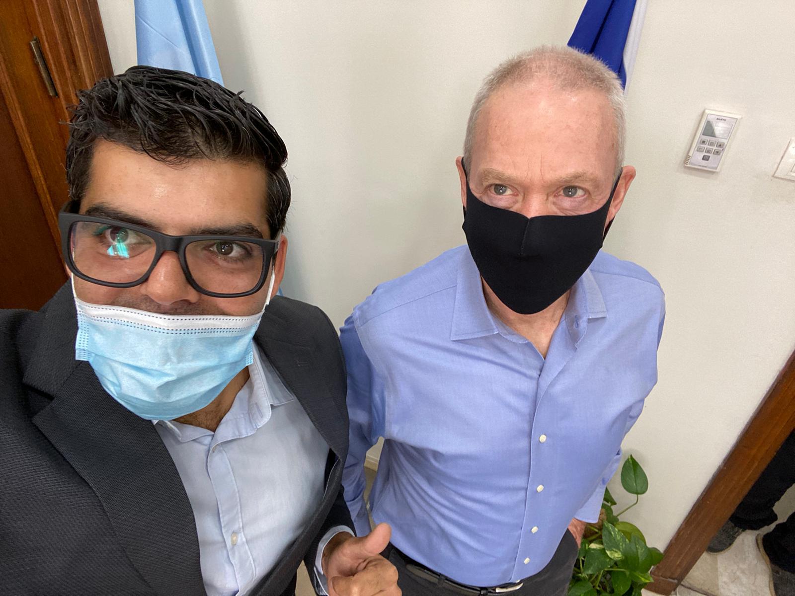 שר החינוך יואב גלנט ועוזר ראש עיריית חיפה, ניר שובר